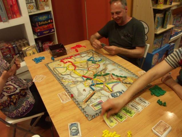 """Una partida de """"Aventureros al tren: Europa"""" en una de nuestras sesiones de las noches de los jueves."""